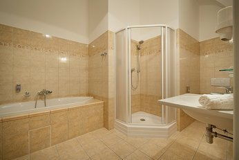 EA Chateau Hotel Hruba Skala**** - double room, bathroom with bathtub